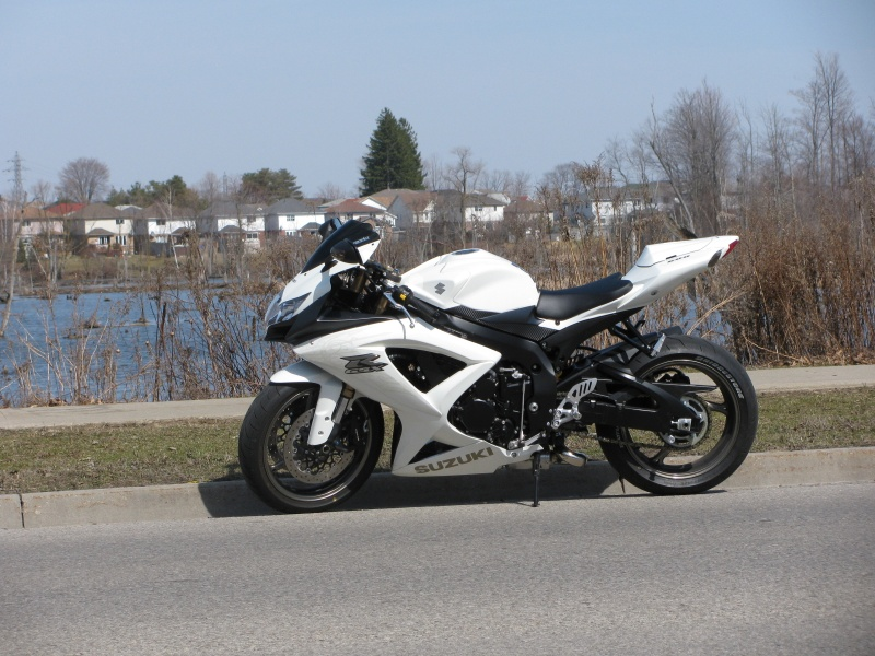 couple of pics white k9 600 suzuki gsx r motorcycle. Black Bedroom Furniture Sets. Home Design Ideas